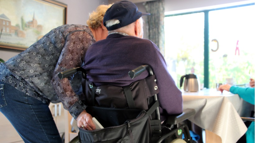 Maltraitance des seniors : l'efficacité du binôme policier – intervenant social