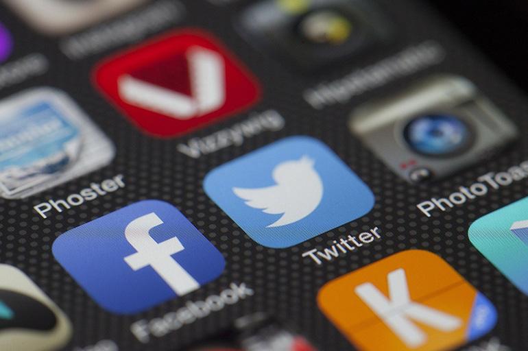 Désinformation sur Twitter : les bons réflexes avant de liker ou partager